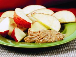 apple slices and peanut butter are healthy snacks